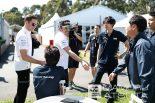 F1 | 【ブログ】Shots!──「ガンバって!」とホンダスタッフをねぎらうアロンソ/F1オーストラリアGP