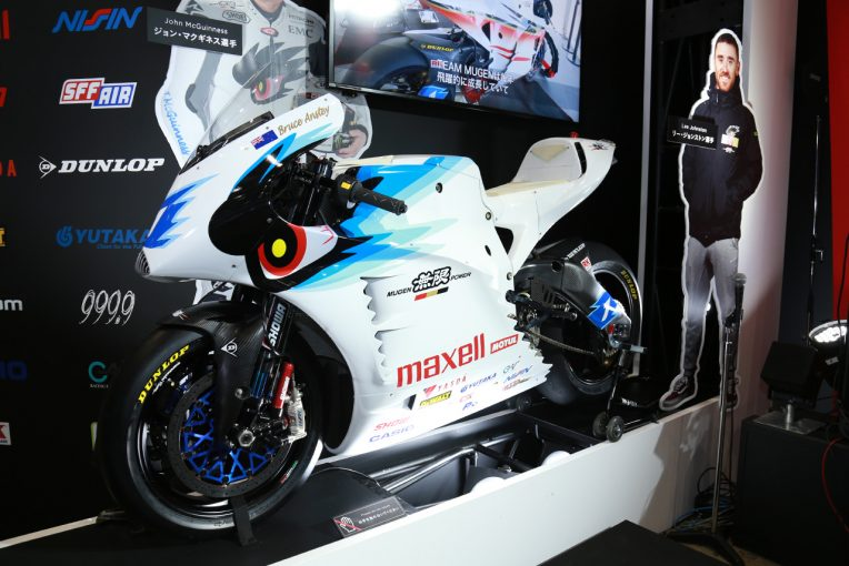 MotoGP   TEAM MUGEN、電動バイク『神電 七』お披露目。マン島TTで5連覇、表彰台独占ねらう