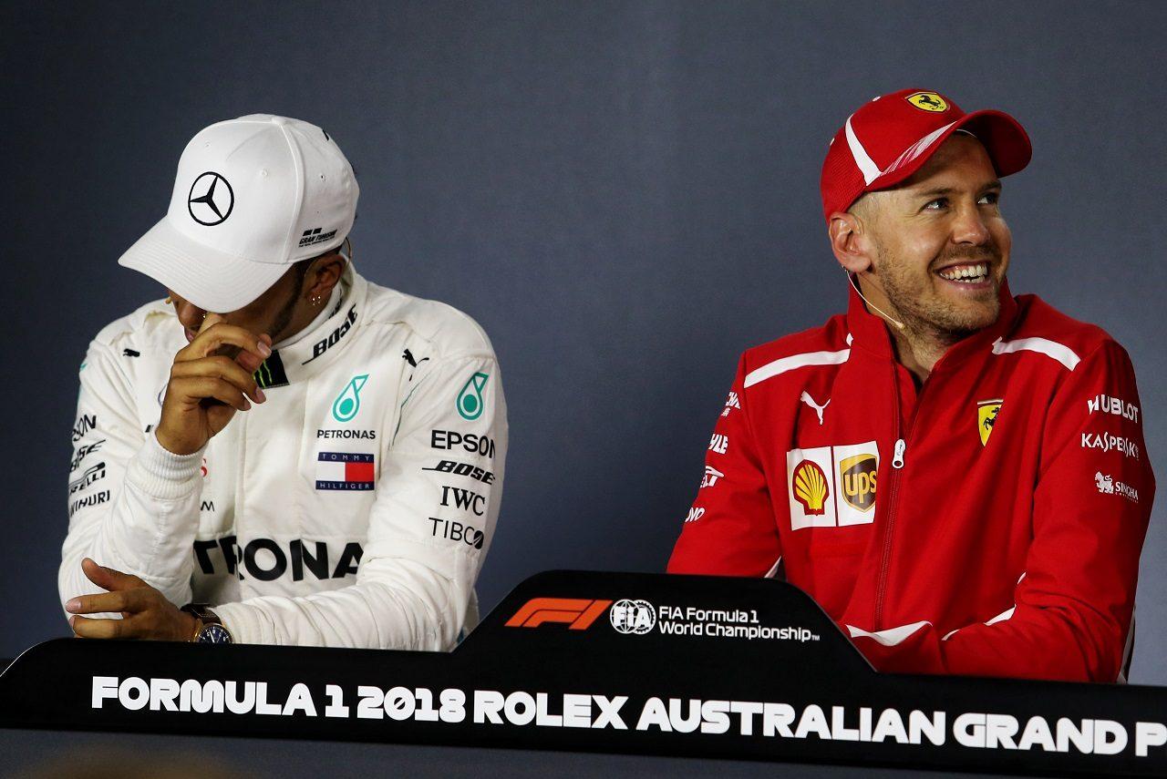 2018年F1第1戦オーストラリアGP 決勝トップ3記者会見でのルイス・ハミルトン(メルセデス)とセバスチャン・ベッテル(フェラーリ)