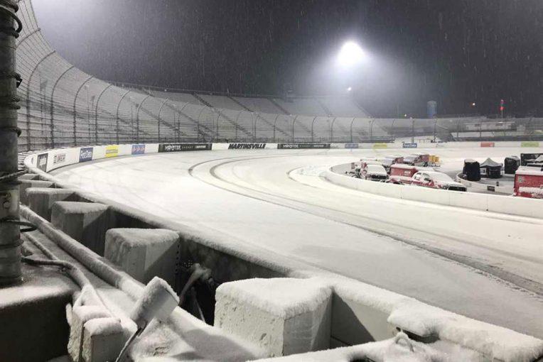 海外レース他 | NASCAR:第6戦マーティンズビルが雪で現地月曜に順延。「幹線道路の除雪や倒木除去を優先」