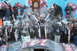 190戦ぶりに勝利し、シリーズ初の3メーカーで勝利を挙げたクリント・ボウヤー(フォード・フュージョン)