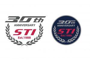 STI 30周年記念ロゴ(左)と記念エンブレム(右)