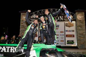 ニッサンDPiを駆りセブリング12時間レースを制したピポ・デラーニ(右)
