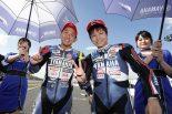 ダブルウインを達成した中須賀(左)とレース2で2位表彰台を獲得した野左根(右)