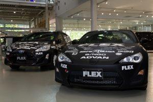 哀川翔がTGRラリーチャレンジでドライブするトヨタ・アクア(左)。右はラリー競技投入に向け製作が進められているトヨタ86だ
