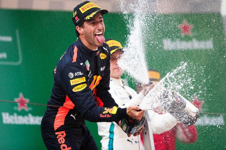 F1 | リカルド「絶望の底から、チーム全員で勝利を引き寄せた。今は胸がいっぱいだ」レッドブル F1中国GP日曜