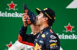 "F1 | 不屈の闘志で勝利をもぎとったリカルドが歓喜の""シューイ""【今宮純のF1中国GP決勝分析】"