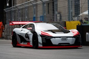 『アウディ e-tron ビジョン グランツーリスモ』はローマE-Prixのコースでデモランを披露