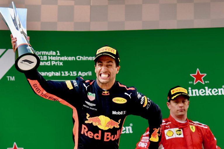 F1 | リカルドにフェラーリと仮契約のうわさも、レッドブルは引き留めに自信「中国のレースを見れば移籍したがるはずがない」