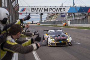 2位入賞のローヴェ・レーシング、99号車BMW M6 GT3