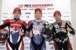 第2戦鈴鹿レース2で表彰台を獲得した中須賀(中央)、高橋巧(右)、渡辺一馬(左)