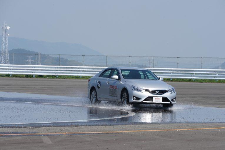 クルマ | 【ブログ】モビリタのドライビング体験レッスンを受けてきたら、安全用システムの偉大さを思い知らされた