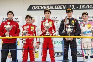 ワン・ツー・フィニッシュを飾ったレース3で優勝したオリ・カルドウェルとエンツォ・フィッティパルディ