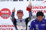 MotoGP | ヤマハ対ホンダの激突を制した中須賀、「余裕はなかった」なかでの全日本ロード開幕4連勝