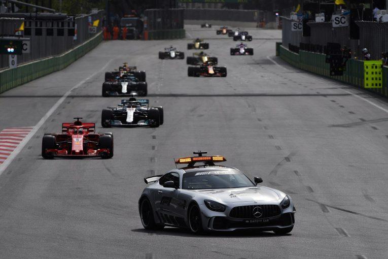 "F1 | ハミルトン、セーフティカー先導時のベッテルの""危険な走り""を批判。FIAに対応求める"