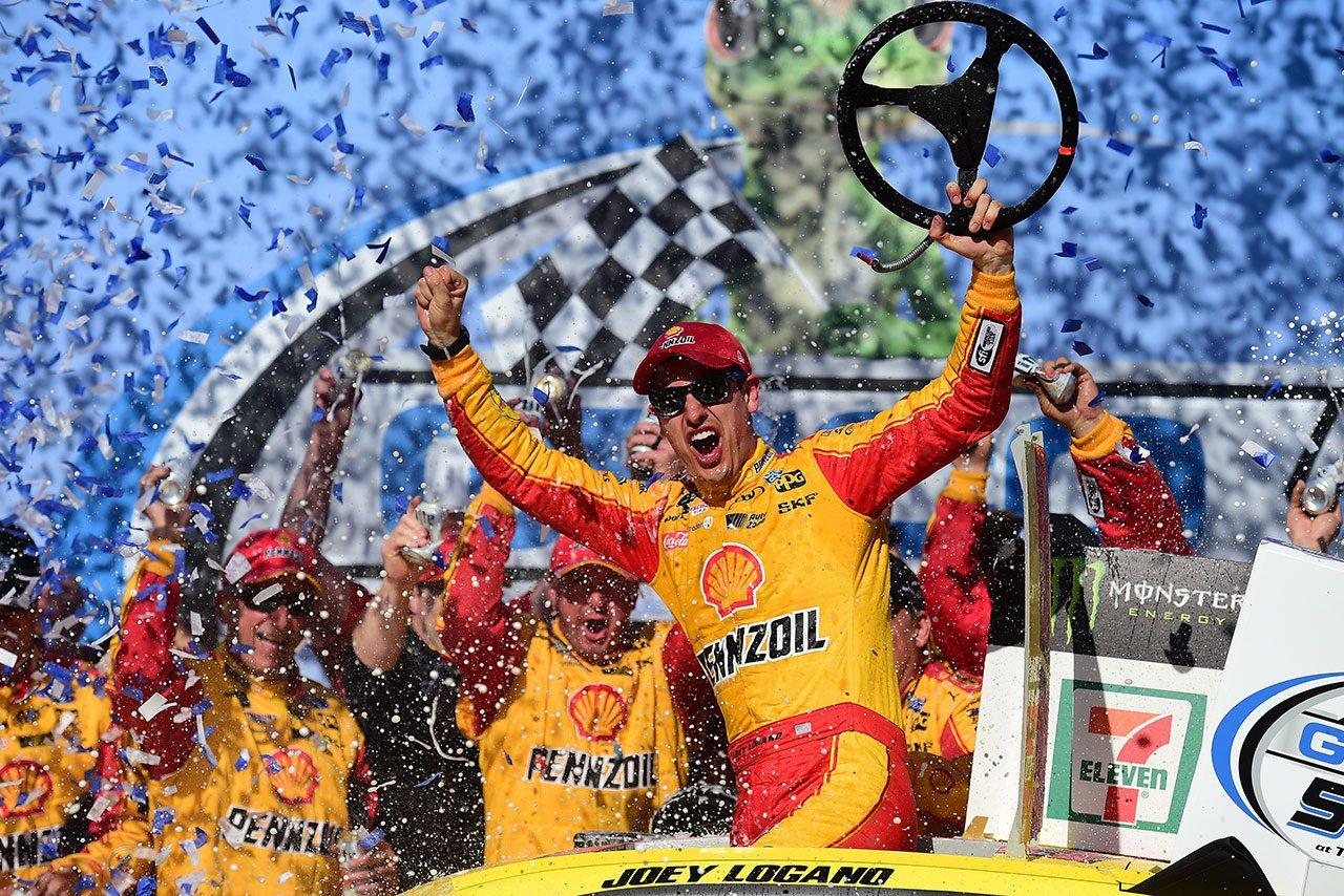 NASCAR第10戦:フォードのロガーノが約1年ぶりに優勝。トヨタの連勝止める