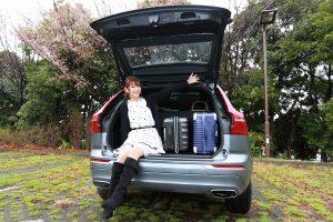 トランクはキャリーケースをふたつ入れても余裕の広さ。