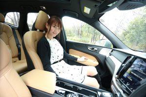運転席、助手席ともに高級感があり、しっかりと体を支えてくれる。