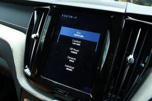 中央に設置されたタッチスクリーン式9インチディスプレイ。スマートフォン感覚で直感的に操作することができた。