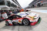 aprの31号車TOYOTA PRIUS apr GTはドライバーズ・アピアランスで毎回練りに練ったパフォーマンスを取り入れてサーキットを盛り上げている