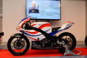 2ストバイクに近い電動バイクを目指して開発された、韋駄天X