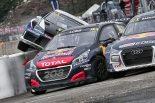 WorldRX第3戦ベルギーRXで1コーナーの混乱を制したセバスチャン・ローブ(プジョー208WRX)