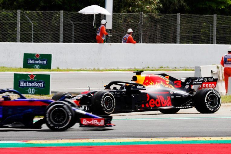 F1   リカルド「スピンして表彰台争いから脱落。まだ新パッケージを乗りこなせずにいる」F1スペインGP日曜