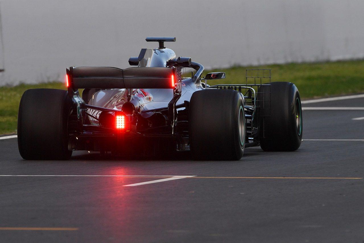 2018年F1バルセロナ・インシーズンテスト ルイス・ハミルトン(メルセデス)が新型テールライトをテスト