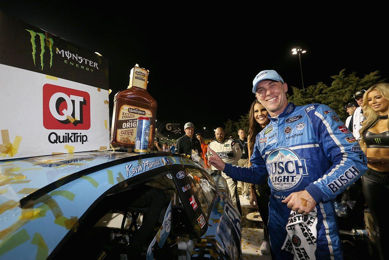 NASCAR:トヨタのトゥルーエクスJr.、残り2周で逆転許す。ハービックが今季5勝目