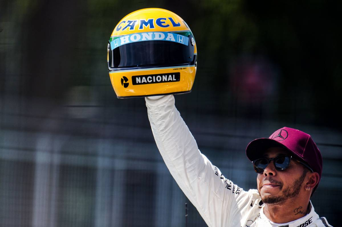 2017年F1カナダGP予選 メルセデス アイルトン・セナのヘルメットが送られたルイス・ハミルトン