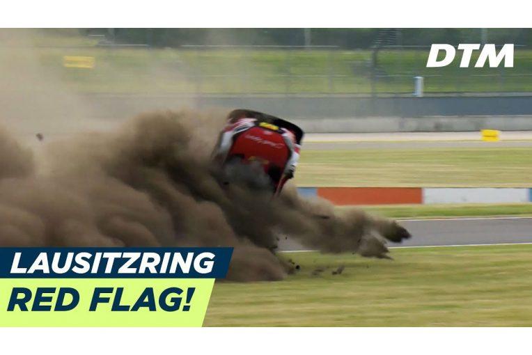 海外レース他 | DTM:ラウジッツリンクでマシンが1回転する大クラッシュ。ルーフ大破もドライバーは自力脱出