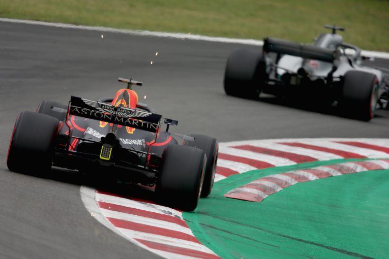 F1   レッドブルF1代表、ルノー製PUのパフォーマンス向上を望む。「予選でドライバーにプレッシャーがかかっている」