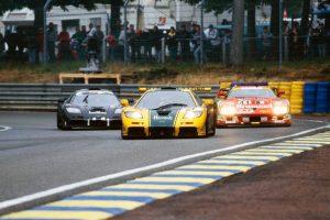 1995年のル・マン24時間レース。59号車マクラーレンF1 GTR(左)が総合優勝、51号車(中央)が総合3位となった。