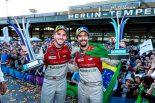 優勝したダニエル・アプト(左)と2位となったルーカス・ディ・グラッシ(右)