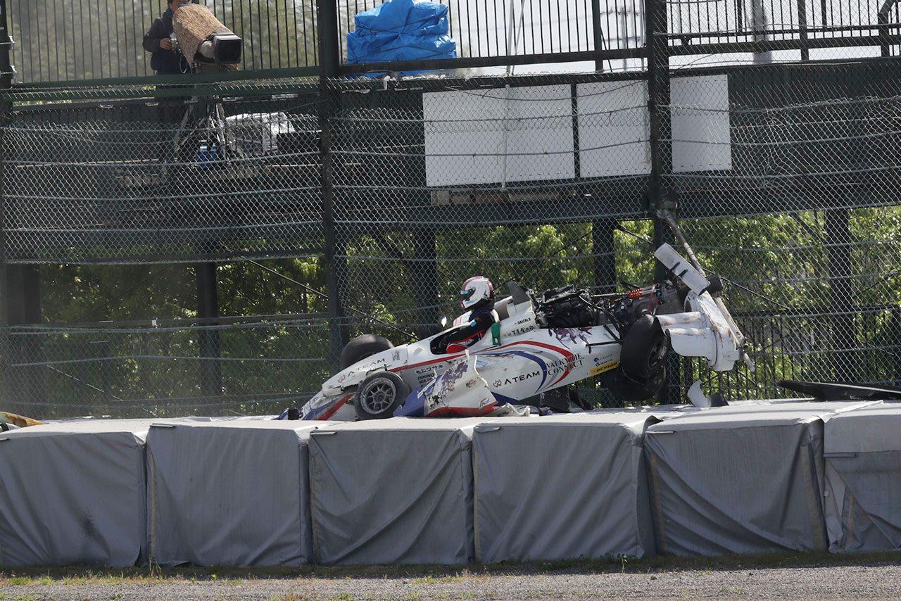FIA-F4鈴鹿:角田裕毅がダブルウインで5連勝。第6戦ではバリアにマシンが乗り上げる大クラッシュも
