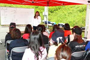 女性レーシングドライバー井原慶子による講義