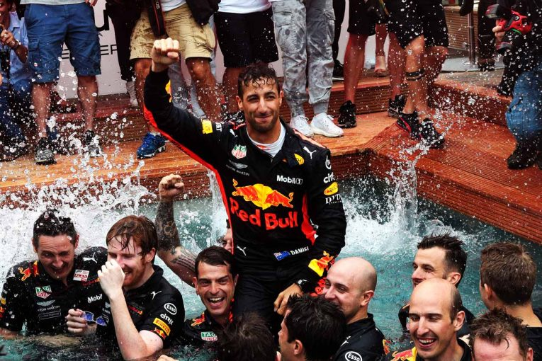 F1 | ハミルトン「リカルドは相応しい額の契約金を得てレッドブルに残るべき」