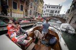 MotoGP | ロレンソ、ドゥカティのMotoGPマシン デスモセディチGPとともに水の都ヴェネチアを探訪