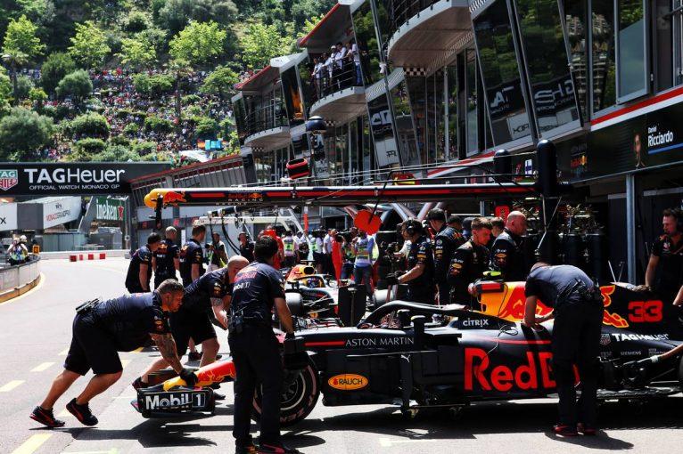F1 | ジャック・ビルヌーブ、どちらのレッドブルのドライバーが優れているか、裁定を下す