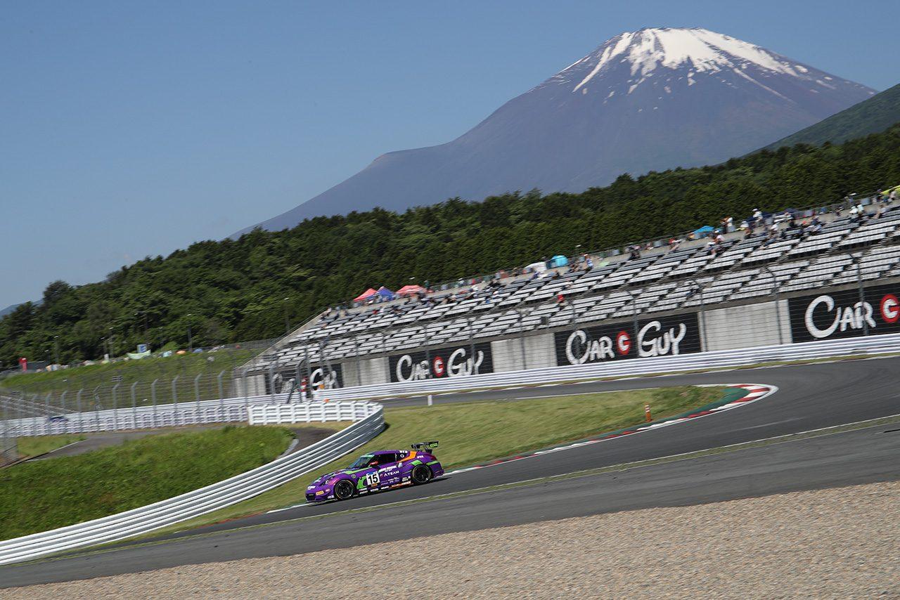 日曜日の午前5時には青空が広がり富士山が現れた