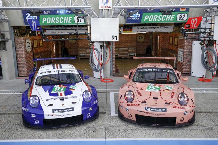 復刻カラーを纏ったポルシェGTチームの91号車、92号車ポルシェ911 RSR