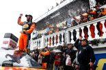 NASCAR第14戦を制したマーティン・トゥルーエクスJr.(トヨタ・カムリ)