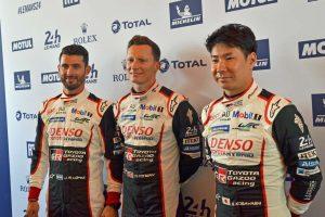 7号車トヨタTS050ハイブリッドをドライブする小林可夢偉、マイク・コンウェイ、ホセ-マリア・ロペス