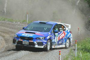 国内最高峰のラリー選手権、JRC全日本ラリー選手権に参戦するマシンもナンバープレートを装着している