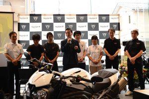 トライアンフ東京オープン1周年記念のトークセッションでは店舗スタッフを含む関係者が壇上に上がった