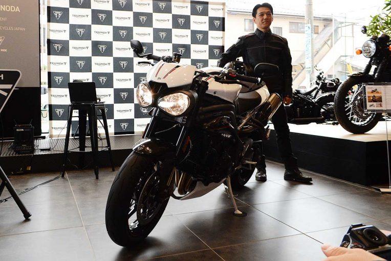新型スピードトリプルRSとトライアンフモーターサイクルジャパン代表取締役社長の野田氏