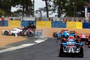 アンドレ・ロッテラーがスタートドライバーを務めた1号車レベリオンR13・ギブソンはオープニングラップで10号車BRエンジニアリングBR1・ギブソンと接触。フロントカウルを失った