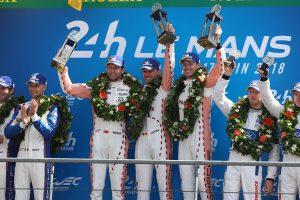 第86回ル・マン24時間耐久レースを制した92号車ポルシェ911 RSRのドライバーたち。このうちファントールとエストーレのふたりが鈴鹿10時間に参戦する