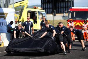 2018年F1第8戦フランスGP FP2:左リヤタイヤが脱落してしまったセルジオ・ペレスのマシン