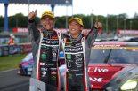 第4戦タイのスーパーGT300クラスを制した平中克幸と安田裕信(GAINER TANAX GT-R)